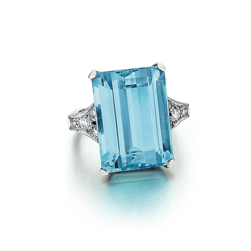 An Estate English Aquamarine and Diamond Ring