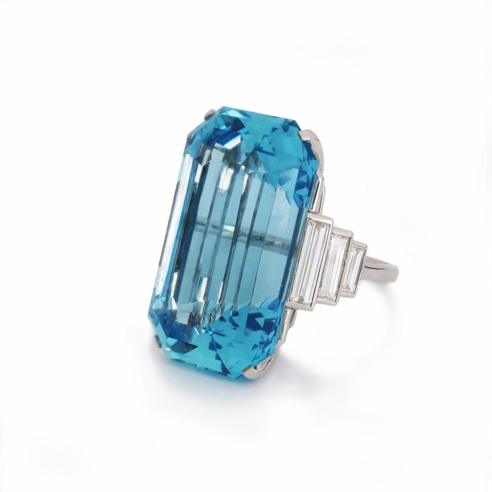 An Estate Aquamarine & Diamond Ring